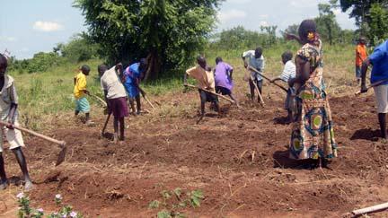 Kajo Keji.Loopo.0807.Pupils_with_their_teacher_working_in_the_school_garden2